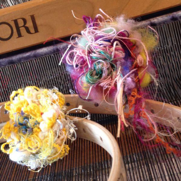 丸織りって作り方。コサージュになってる。